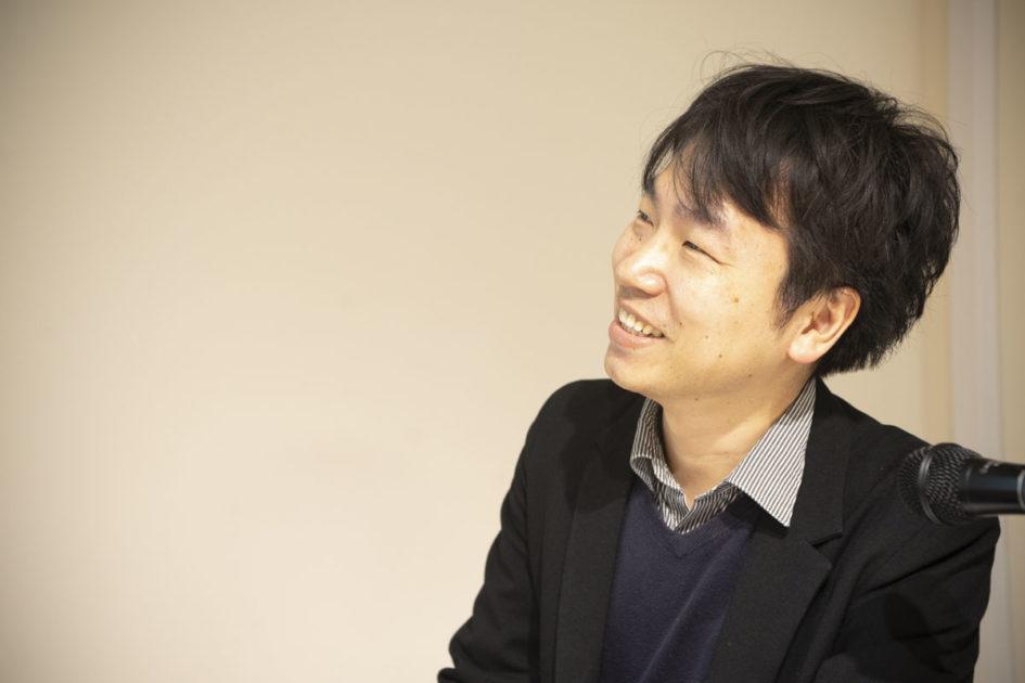 楽しそうに、アプリケーションの古いバージョンについて語る濱田氏
