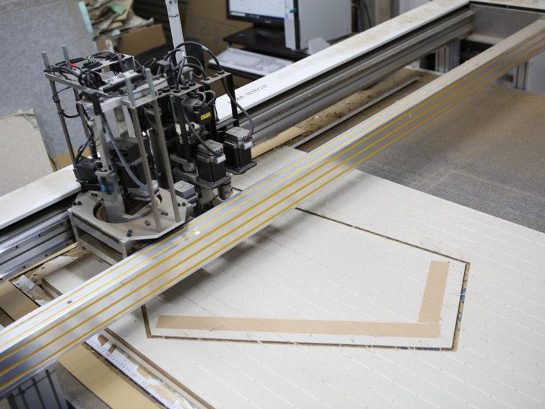 畳床をNCルーターで切断